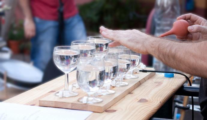 música con copas de agua - música amb copes d'aigua